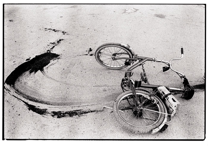 Annie Leibovitz (American, b. 1949) Sarajevo: Fallen bicycle of teenage boy just killed by a sniper, 1994 Photograph © Annie Leibovitz From Annie Leibovitz: A Photographer's Life, 1990 – 2005 Courtesy of Vanity Fair